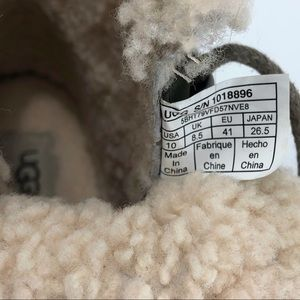 c0e33f6fb44 UGG Fraser Genuine Shearling Lined Boots!